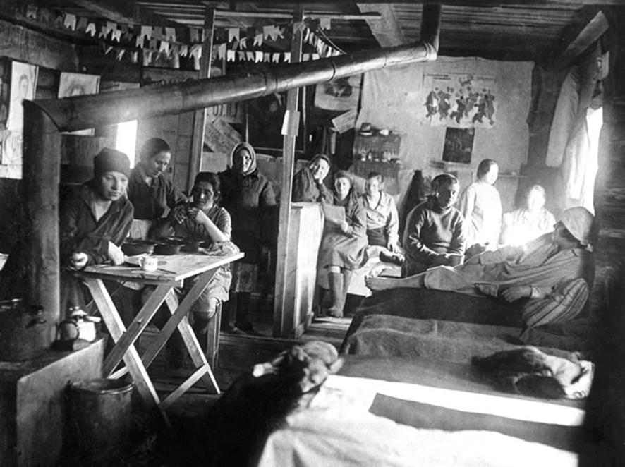gulag  women living in  barracks